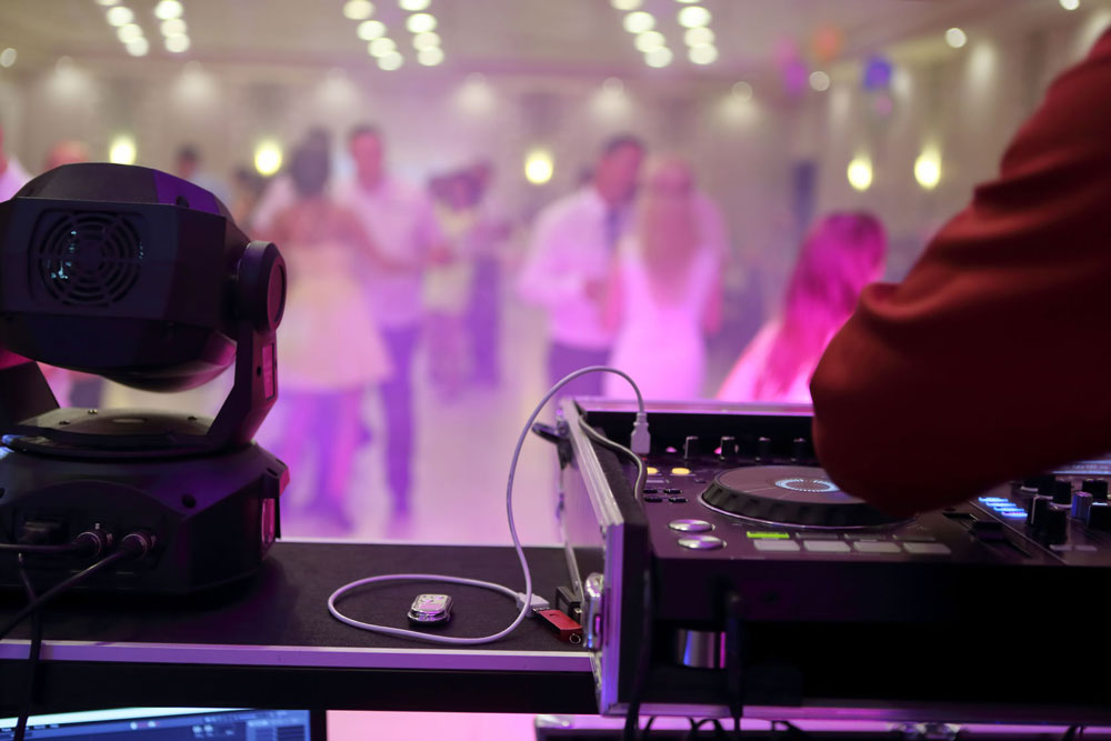 How to Make a Perfect Music Deal for Your Wedding Reception